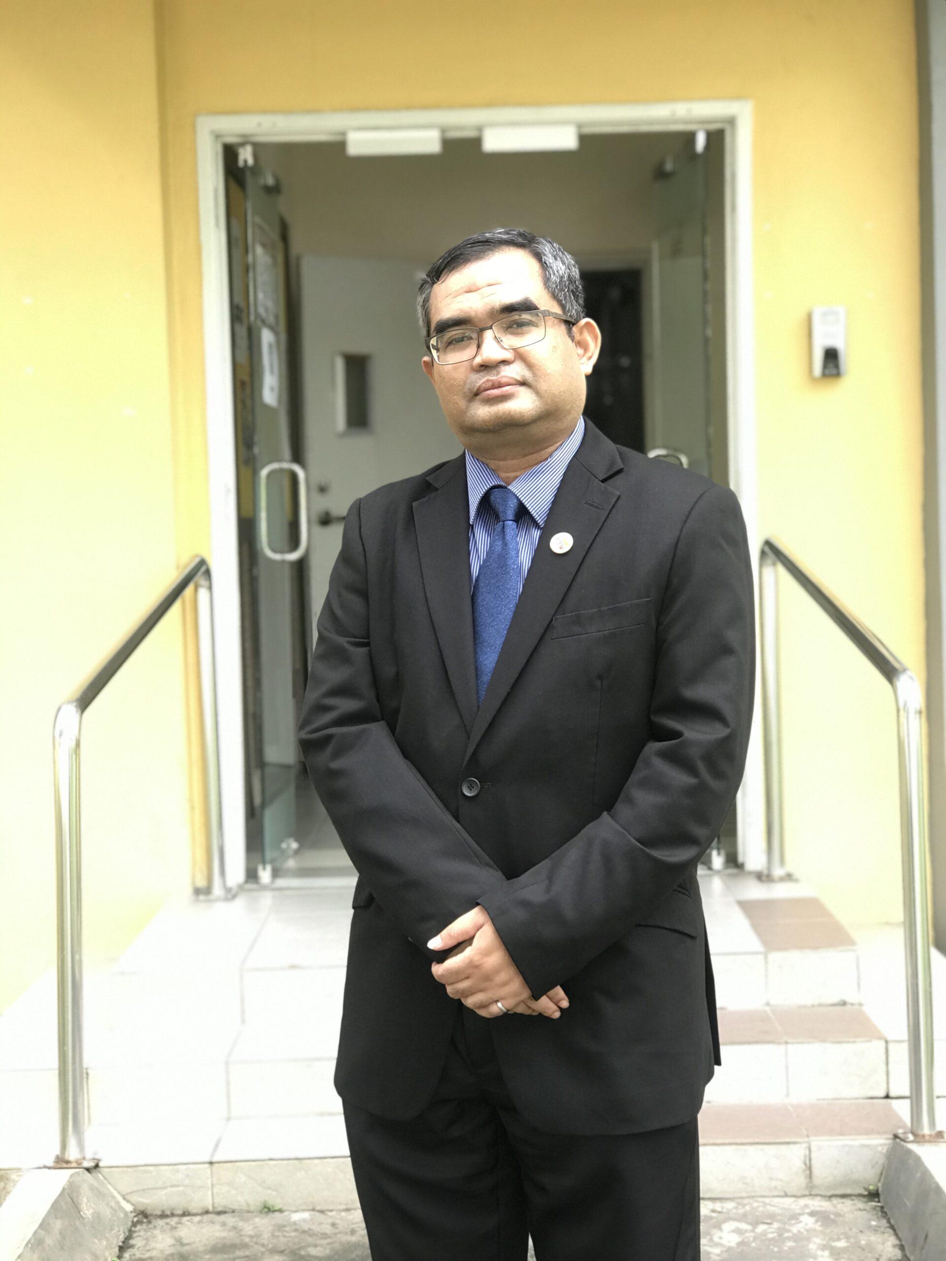 ASSOCIATE PROFESSOR DR. ASLAN AMAT SENIN